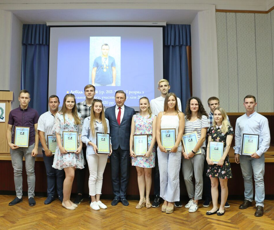 Спортсменів-студентів і їх наставників відзначили до свята
