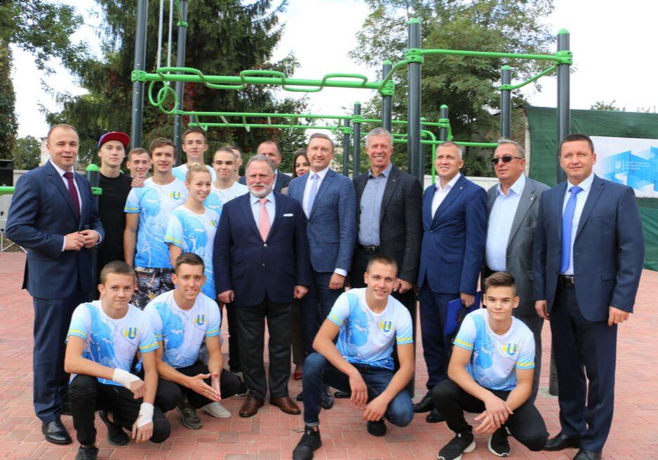 Відкрили спортивний майданчик з вуличними тренажерами