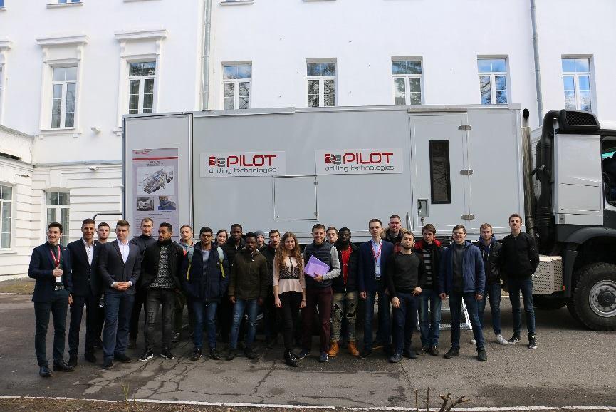 У ПолтНТУ науково-педагогічні працівники та студенти університету ознайомилися з новою сучасною нафтогазовою технікою