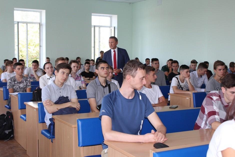 Першокурсники поспілкувалися з керівництвом університету і студентським самоврядуванням