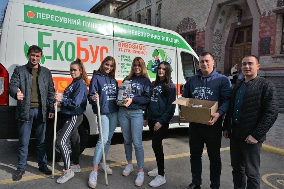 Екобус: студенти здали більше 20 кг відпрацьованих батарейок