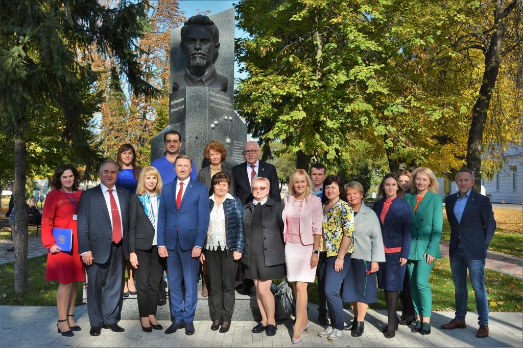 Українські та іноземні експерти обговорили проблеми  розвитку фінансового ринку України