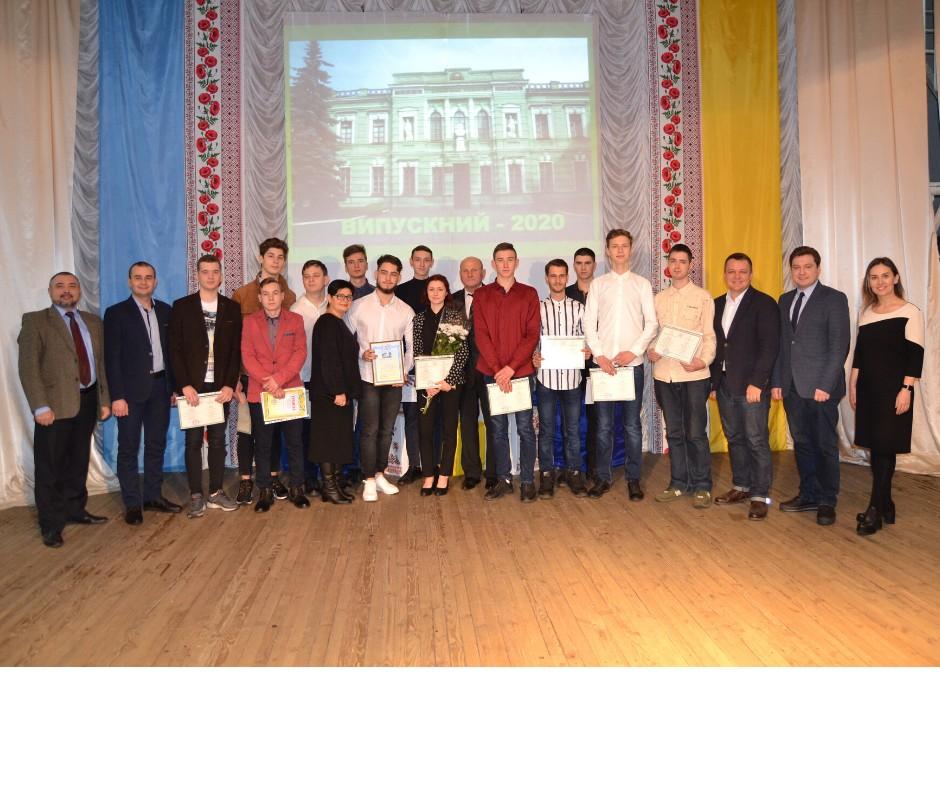 Випускникам Миргородського коледжу урочисто вручили дипломи