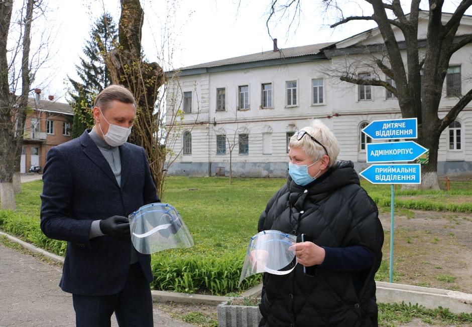 Полтавським медикам передали захисні маски