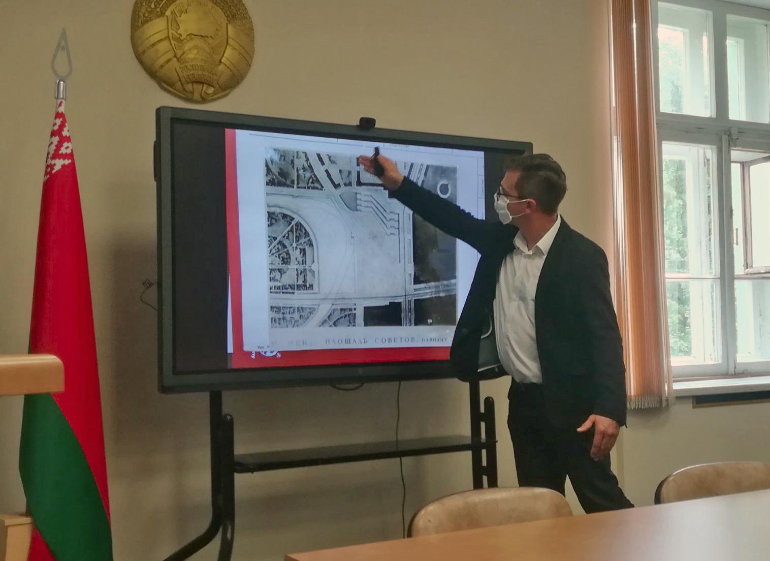 Науковці презентували в Білорусі формування архітектурного середовища на прикладі українських міст