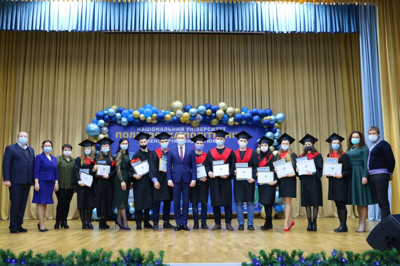 Випускникам вручили дипломи, а магістрам-відмінникам – нагороди за досягнення